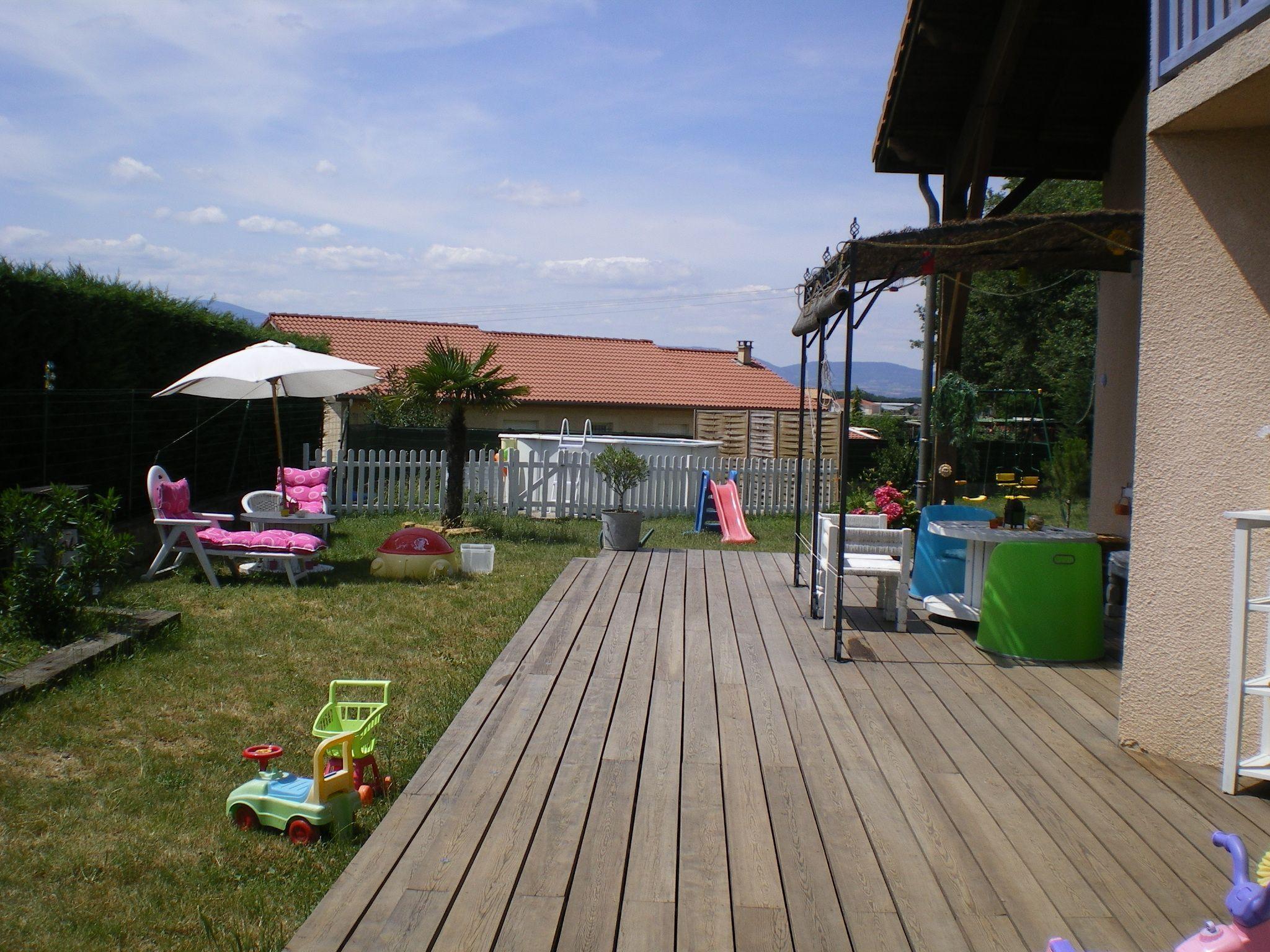 Belle terrasse en bois 60 m env for Belle terrasse en bois